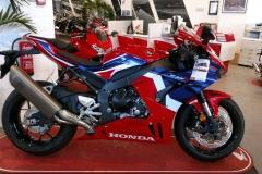 Honda-CBR-1000RR-Fireblade-04