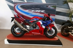 Honda-CBR-1000RR-Fireblade-05