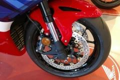 Honda-CBR-1000RR-Fireblade-09