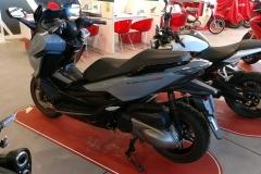 Honda-Forza-300-Limited-Edition-09