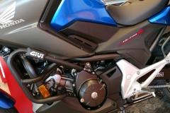 Honda NC750X Travel Edition Color Azul Glint Wave Metalizado en Servihonda Málaga.