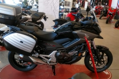 Honda NC750X Color Negro Graphite en Servihonda.