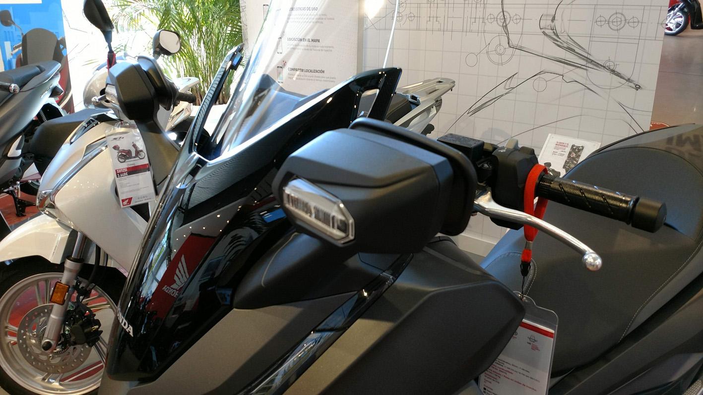 Honda Forza 125 detalle intermitentes.