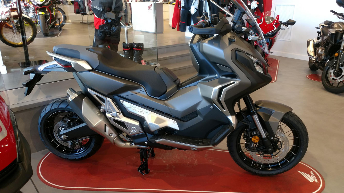 Honda X-ADV Color Plata Mate Metalizado