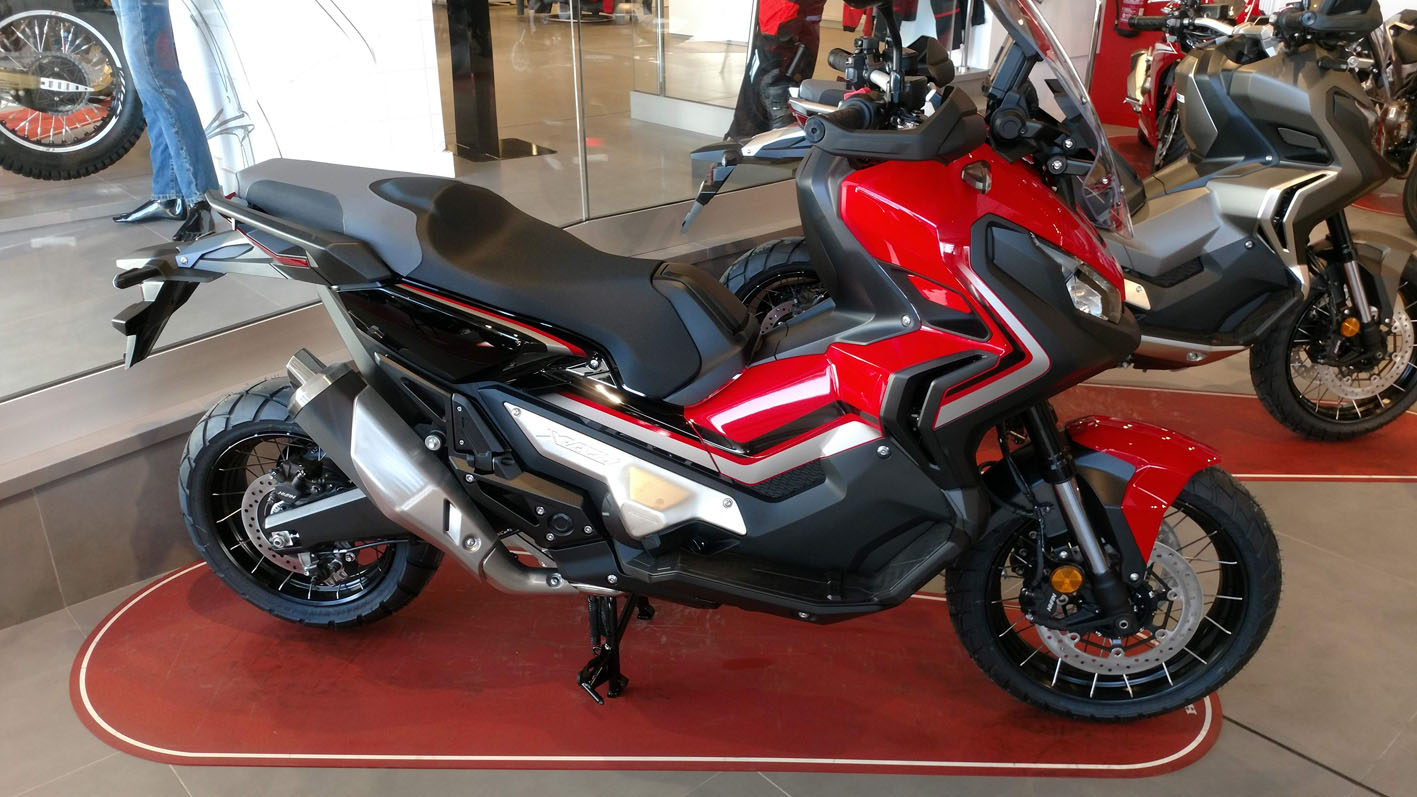 Honda X-ADV Color Rojo Grand Prix.