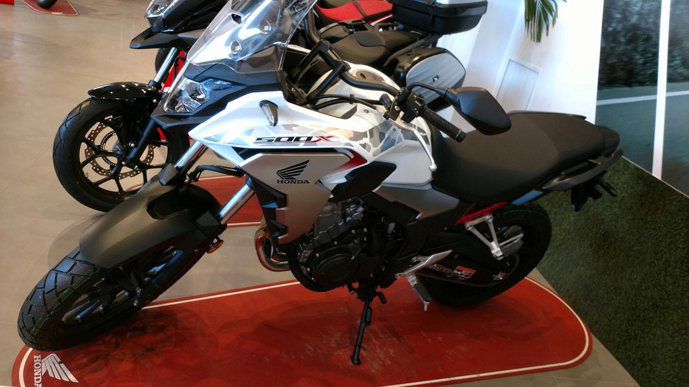 Honda CB500X 2021 Color Blanco Perla Metalloid.