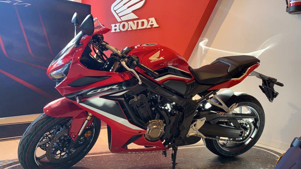 Honda CBR650R en las instalaciones de Servihonda Marbella.
