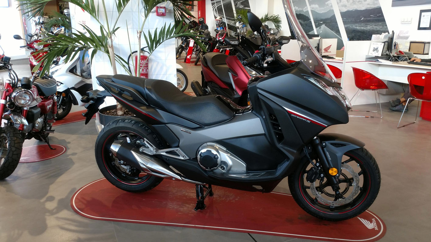Honda Integra Color Negro Mate Ballistic Metálico.